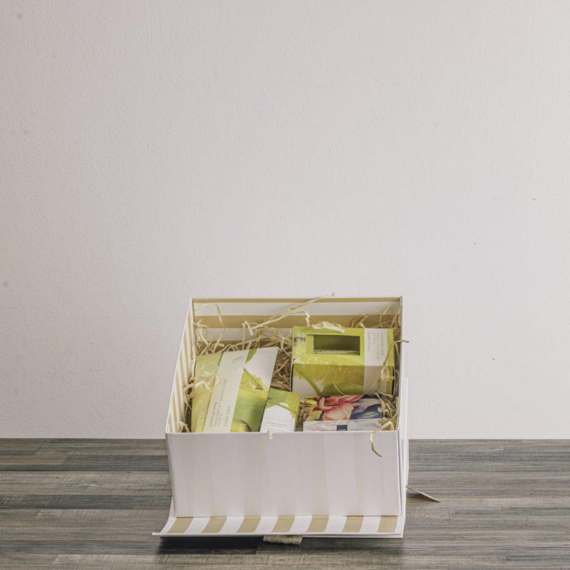 linden leaves gift basket